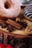 Ciambella zuccherata e ciambella del cioccolato Fotografie Stock
