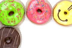 Ciambelle lustrate assortite nei colori differenti Fotografie Stock