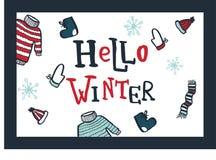 Ciao inverno Vector la carta con l'iscrizione della mano ed i simboli degli elementi dell'inverno Cappello tricottato, maglione,  Fotografia Stock