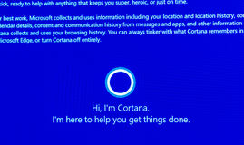 Ciao, ` m. Cortana - messaggio di I sul visualizzatore del computer durante le finestre 10 Immagini Stock Libere da Diritti