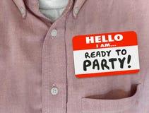 Ciao sono pronto a fare festa la camicia di rosa dell'etichetta di nome Fotografie Stock