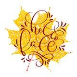 Ciao testo di caduta sulla foglia gialla di autunno Illustrazione disegnata a mano EPS10 di vettore dell'iscrizione di calligrafi royalty illustrazione gratis