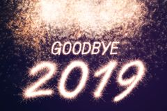 Ciao un fuoco d'artificio di 2019 scintille royalty illustrazione gratis