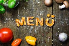 Ciast warzywa na nieociosanym drewnianym stole i listy, niemiecki słowo Fotografia Stock