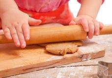 ciasta piernikowej dziewczyny mały kołysanie się obrazy stock