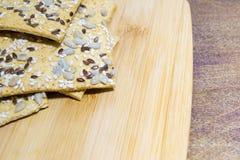 Ciastka robić od owsów płatków z ziarnami sezam, len i słonecznikowi ziarna, Bardzo zdrowy i smakowity produkt dla ludzi które są Zdjęcie Royalty Free