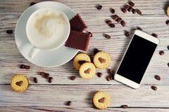 Ciastka w formie serc, na ciastko listów miłości pojęcie prezent dla walentynka dnia na Luty 14 obraz stock