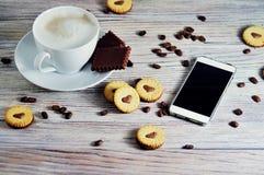 Ciastka w formie serc, na ciastko listów miłości pojęcie prezent dla walentynka dnia na Luty 14 zdjęcie royalty free
