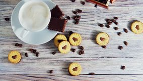 Ciastka w formie serc, na ciastko listów miłości pojęcie prezent dla walentynka dnia na Luty 14 zdjęcia stock