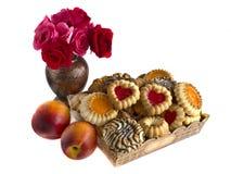 Ciastka w pudełku, nektarynach i różach, Zdjęcie Stock