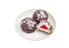 Ciastka z batożącymi jajecznymi biel, owocową galaretą i czekoladą, Fotografia Stock