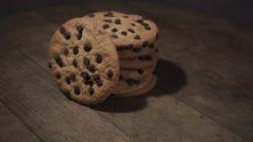 Ciastka z czekoladowymi kruszkami, obracanie 360 stopni zdjęcie wideo