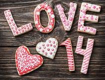 Ciastka z słowo miłością i liczb 14 walentynki dniem Obraz Royalty Free