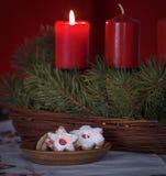 Ciastka z świeczkami na stole Obrazy Royalty Free