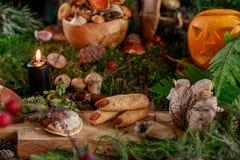 Ciastko czarownicy palce i dyniowa dźwigarka Stół ustawiający dla Halloween obrazy stock
