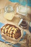 Ciastko z arachidami i czekoladowym lodowaceniem, szkło zgrzyta Zdjęcie Royalty Free