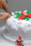 ciasto świąteczne pokroić rąk Zdjęcia Royalty Free