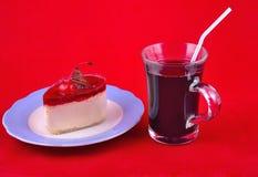 Ciasto i jagodowy napój Obraz Royalty Free