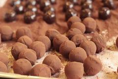 Ciasto robi czekoladowy cukierki jest wyśmienicie Zdjęcia Royalty Free