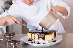 Ciasto szef kuchni w kuchni Obrazy Royalty Free