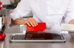 Ciasto szef kuchni w kuchni Zdjęcia Royalty Free