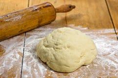 Ciasto z kołysanie się szpilką Fotografia Royalty Free