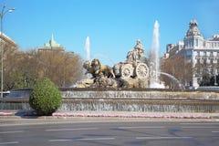 Cibeles springbrunn på den Cibeles fyrkanten på den soliga dagen Royaltyfri Fotografi
