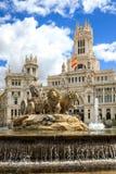Cibeles springbrunn på Plaza de Cibeles i Madrid, Spanien Fotografering för Bildbyråer