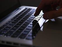 Cibercrime - um dedo no teclado leve Fotografia de Stock Royalty Free