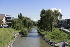 Cibin河从Cibin桥梁的锡比乌罗马尼亚视图 免版税库存照片