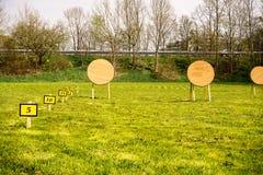 Cible à une gamme de tir à l'arc Images stock