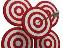 Cible de quatre rouges avec la flèche Image stock