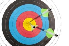 Cible de tir à l'arc avec trois flèches Images stock