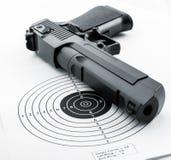 Cible et arme à feu Image stock