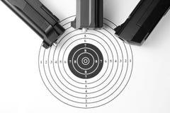 Cible et pistolets pneumatiques Photo stock