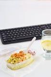 Cibo sano affinchè pranzo lavorino Alimento nell'ufficio Fotografia Stock