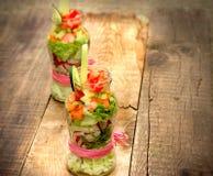 Cibo sano, alimento vegetariano in insalata organica della verdura fresca del barattolo (verdure organiche fresche) in barattolo Immagine Stock