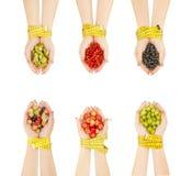 Cibo sano, essere a dieta, alimento vegetariano e concetto della gente - Cl Fotografia Stock