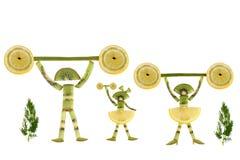 Cibo sano. Gente piccola divertente delle fette del kiwi. Fotografia Stock