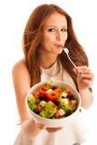 Cibo sano - la donna mangia una ciotola di insalata greca isolata più fotografie stock