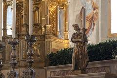 Ciboriumen och candleholdersna Royaltyfria Bilder