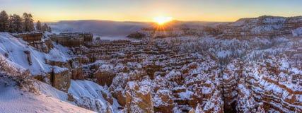 Cicha miasto zimy wschodu słońca panorama Zdjęcia Stock