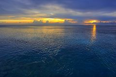 cicho, zachód słońca na oceanie indyjskim Obrazy Stock