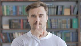 Cichy Dorosłym mężczyzna, cisza gest obrazy stock