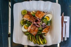 Cicken, αυγά και σαλάτα αβοκάντο σε Arequipa, Περού στοκ εικόνες με δικαίωμα ελεύθερης χρήσης
