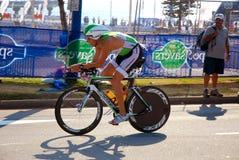 Ciclagem do vencedor do triathlete de Ironman Fotografia de Stock Royalty Free