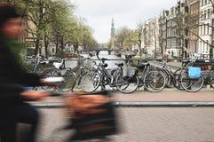 Ciclagem em Amsterdão Fotos de Stock