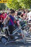 Ciclagem estacionária exterior das bicicletas fotografia de stock royalty free