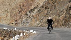 Ciclagem nos Himalayas Foto de Stock