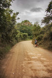 Ciclando attraverso le montagne nell'Honduras immagini stock libere da diritti